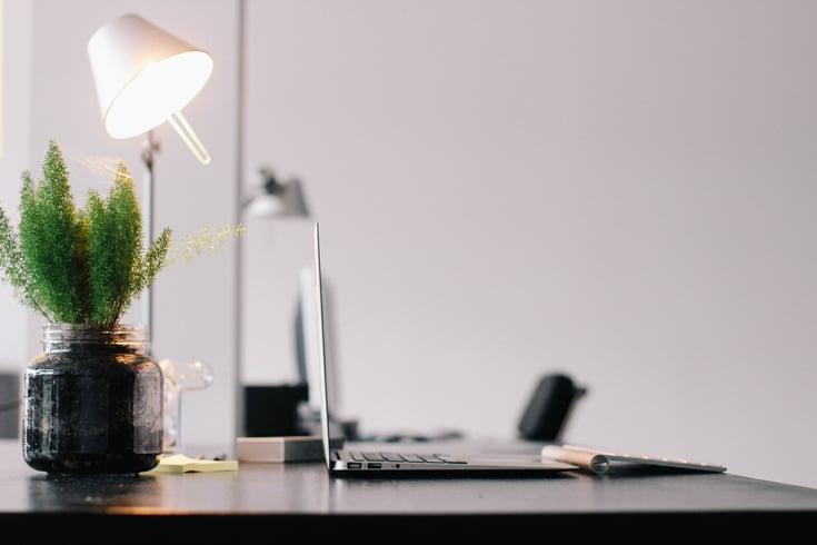 5 formas de economizar eletricidade no escritório