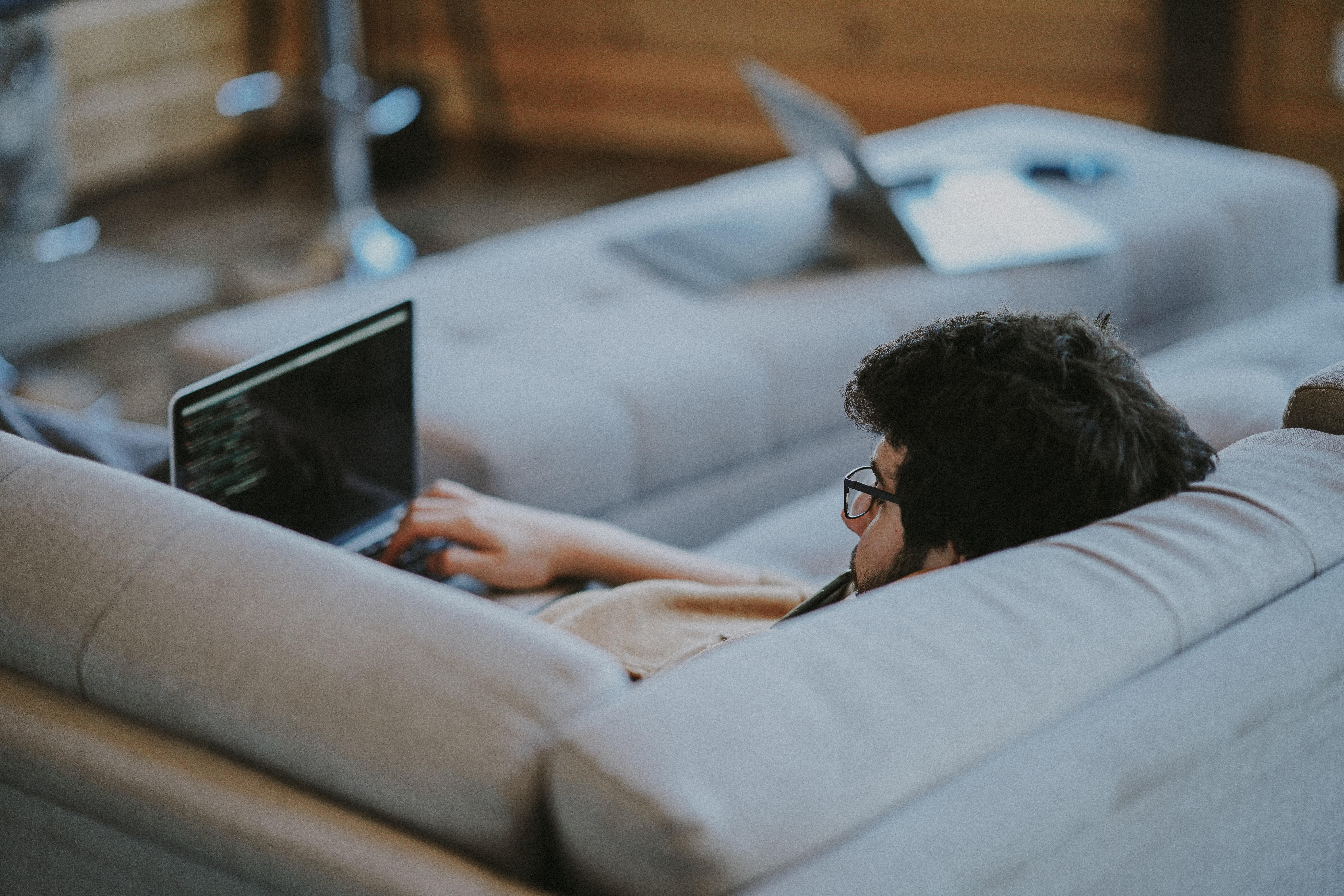 Prós e contras de trabalhar em casa
